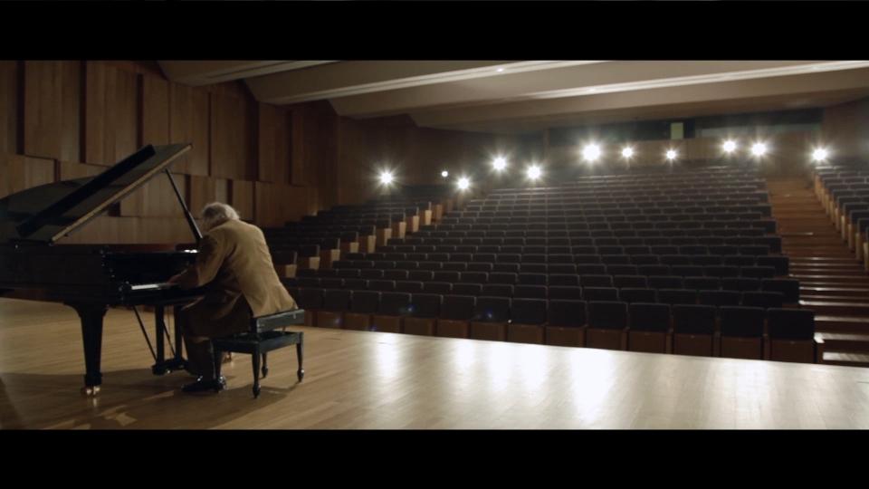 Publicidade_Commercial_CornerStudio_FIlm_Pianos-pt_Vitorino Dalmeira_1